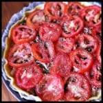 La tarte aux oignons, épinards, thon et tomates