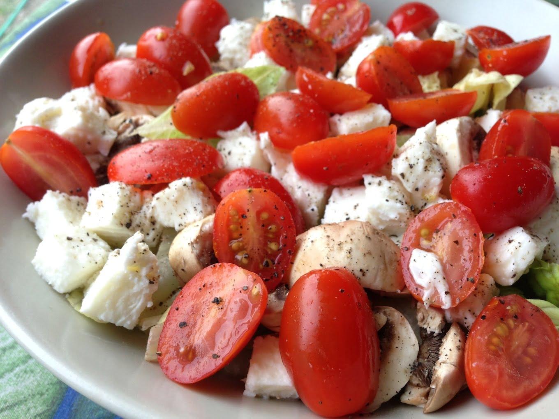 Salade fraicheur 1 laitue tomates cerises champignons et mozzarella - Salade de tomates simple ...