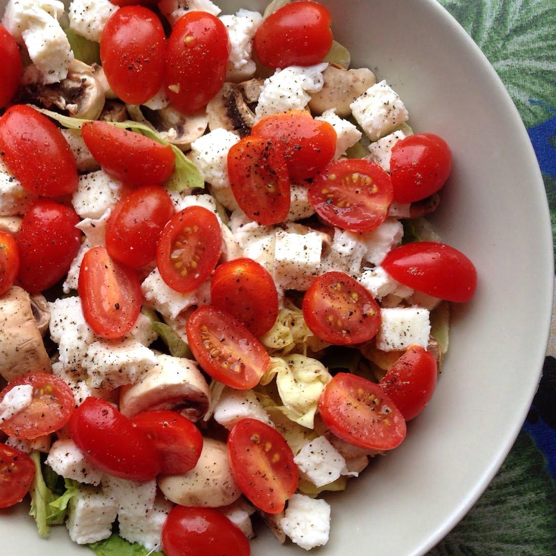 Salade fraicheur #1: Laitue, Tomates-Cerises, Champignons et Mozzarella