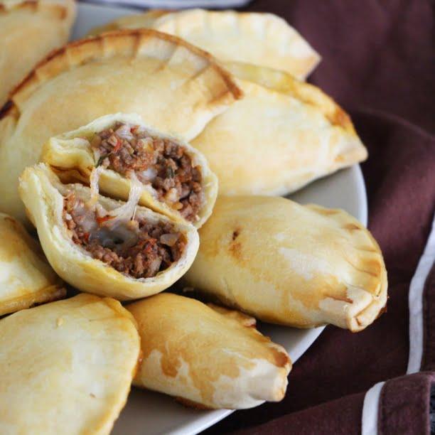 Les empanadas (petits chaussons fourrés) à la viande hachée