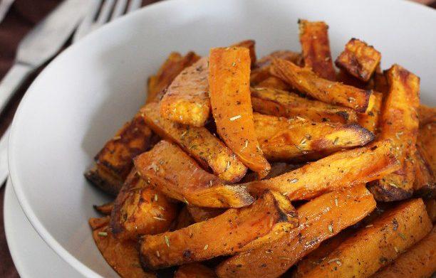 Bâtonnets de patate douce au four