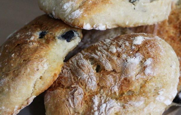 Petits pains aux olives (sans pétrissage)