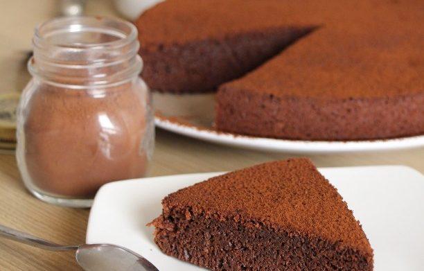 Gâteau moelleux au Chocolat (sans AUCUNE matière grasse!)
