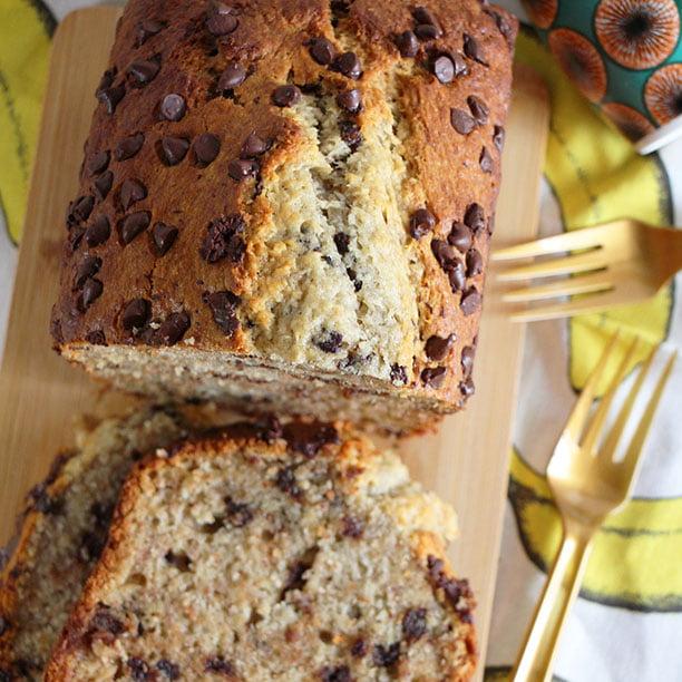 Cake gourmand à la banane, noix de coco et pépites de chocolat