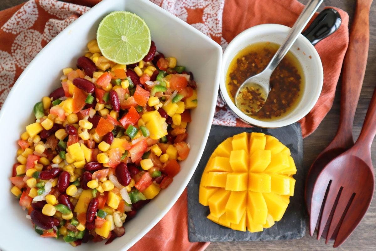 Salade « Spicy » de crudités à la mangue